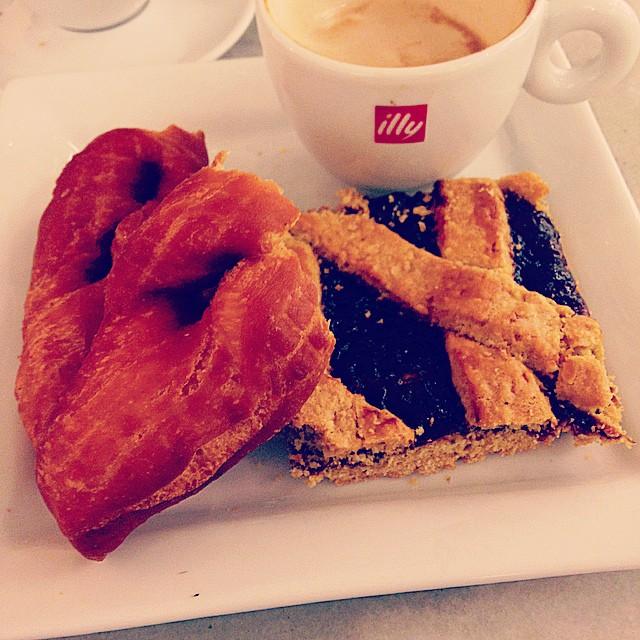 """kleina (fried doughnut) and hjónabandssæla (""""happy marriage cake"""")"""