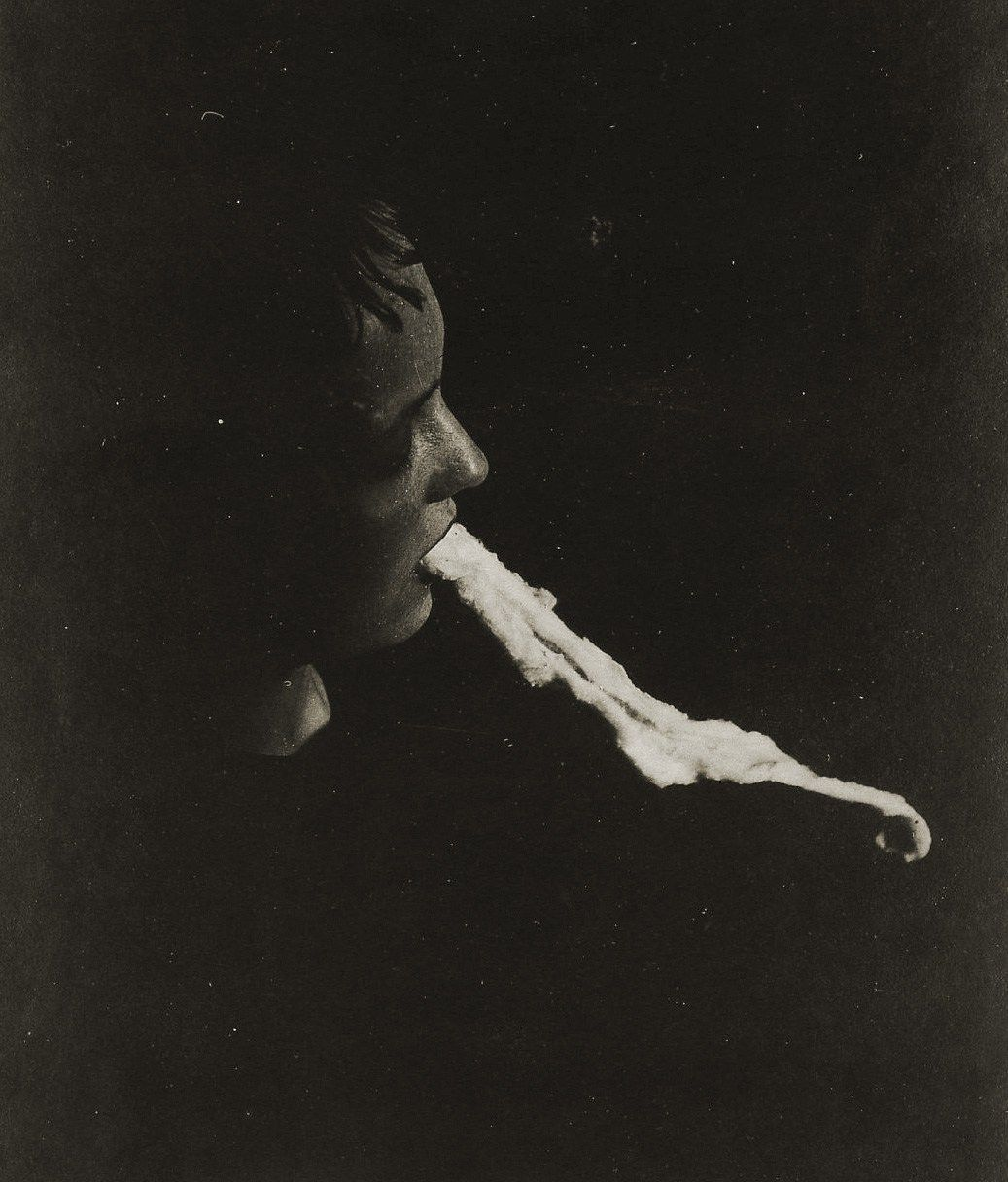 medium-Stanislawa-P.-emission-and-resorption-of-an-ectoplasmic-substance-through-the-mouth-1913